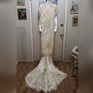 Vintage wedding dress with detachable train